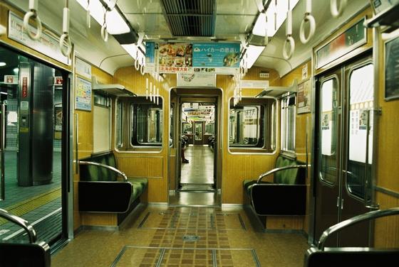 電車内に業務用洗剤をこぼす